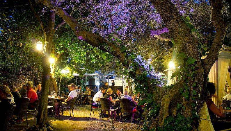 Get into the secret andalucia travel guides for Jardin secreto